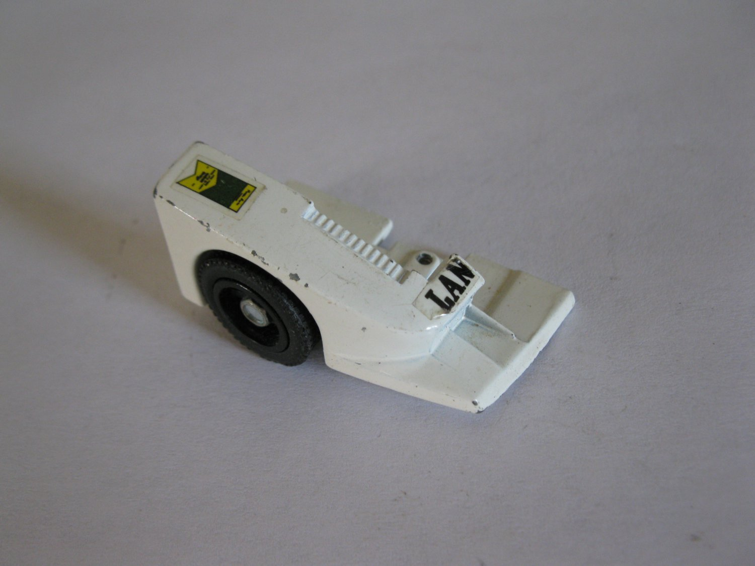 G1 Transformers Action figure part: 1982 Wheeljack - Front Right Wheel & Fender / Right Foot