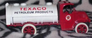 1985 ERTL #2 1926 Mack Bulldog Tanker Bank TEXACO 5,000 Made Number 2 With KEY