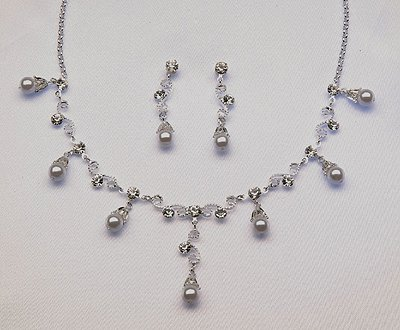 White or Ivory Necklace / Earrings Set (Style # 921)