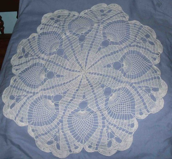 "NWOT 30"" White Crochet Pinapple Tablecover Doily"