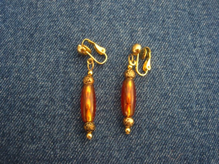 Brown bead earrings with gold roses