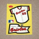 1985 FLEER BASEBALL - Baltimore Orioles Team Jersey & Flag Yellow Sticker Card