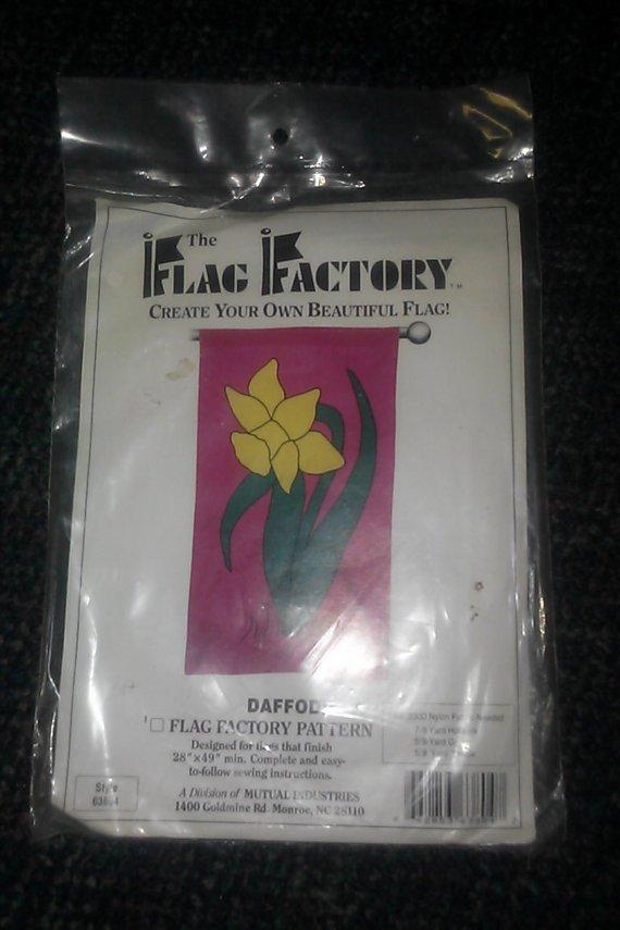 "The Flag Factory 63804 NIP DAFFODIL 28"" X 49 Pattern"