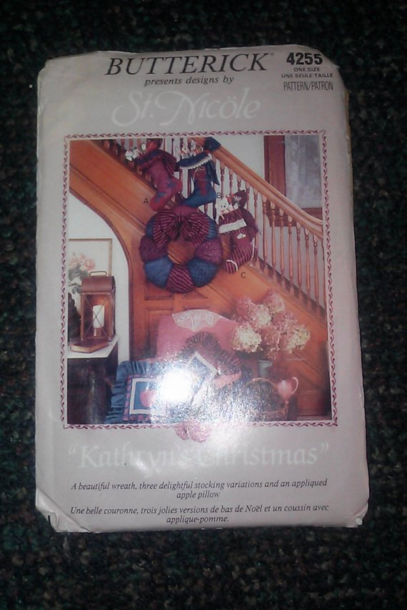 Butterick 4255 St. Nicole Kathryns Chistmas One Size Stocking Pillow Wreath Uncut