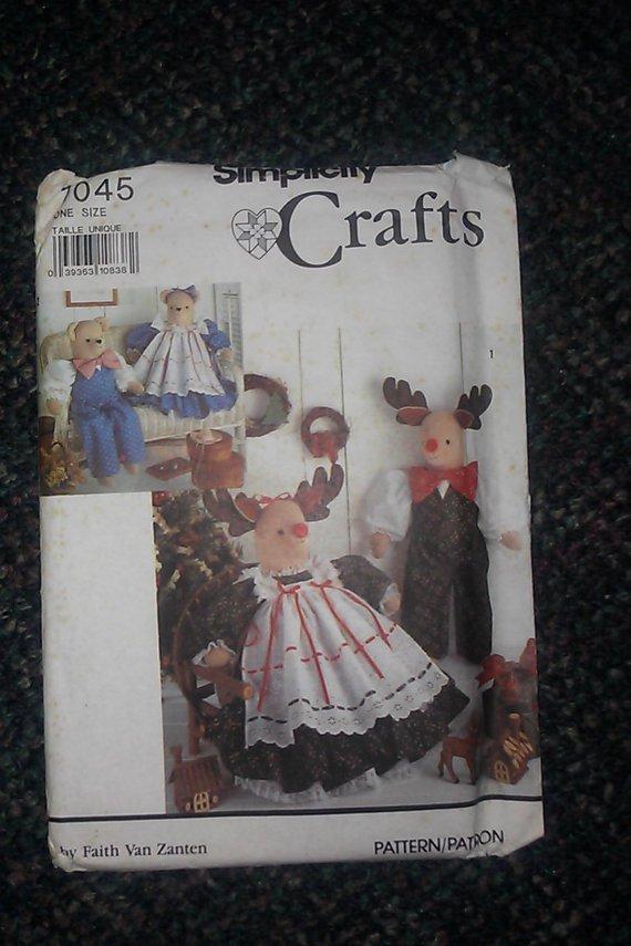 7045 Simplicity Crafts Faith Van Zanten Pattern Reindeer Bear Clothes 25 pcs