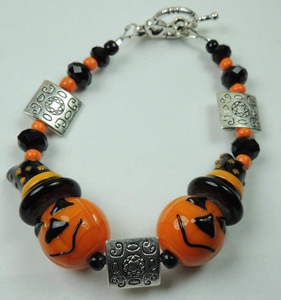 New Orange Pumpkin Jack O Lantern Halloween Lampwork Bracelet