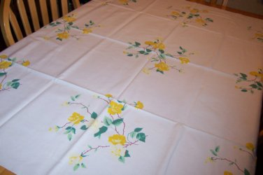 Beautiful wilendur yellow rose vintage tablecloth springy