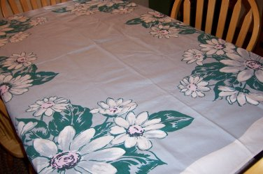 Big daisy tablecloth with napkins beautiful