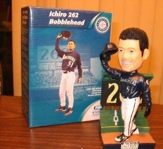 Ichiro 262 Hits Bobblehead Amazing record-breaking 2004 Season Collectible Statues New in Box
