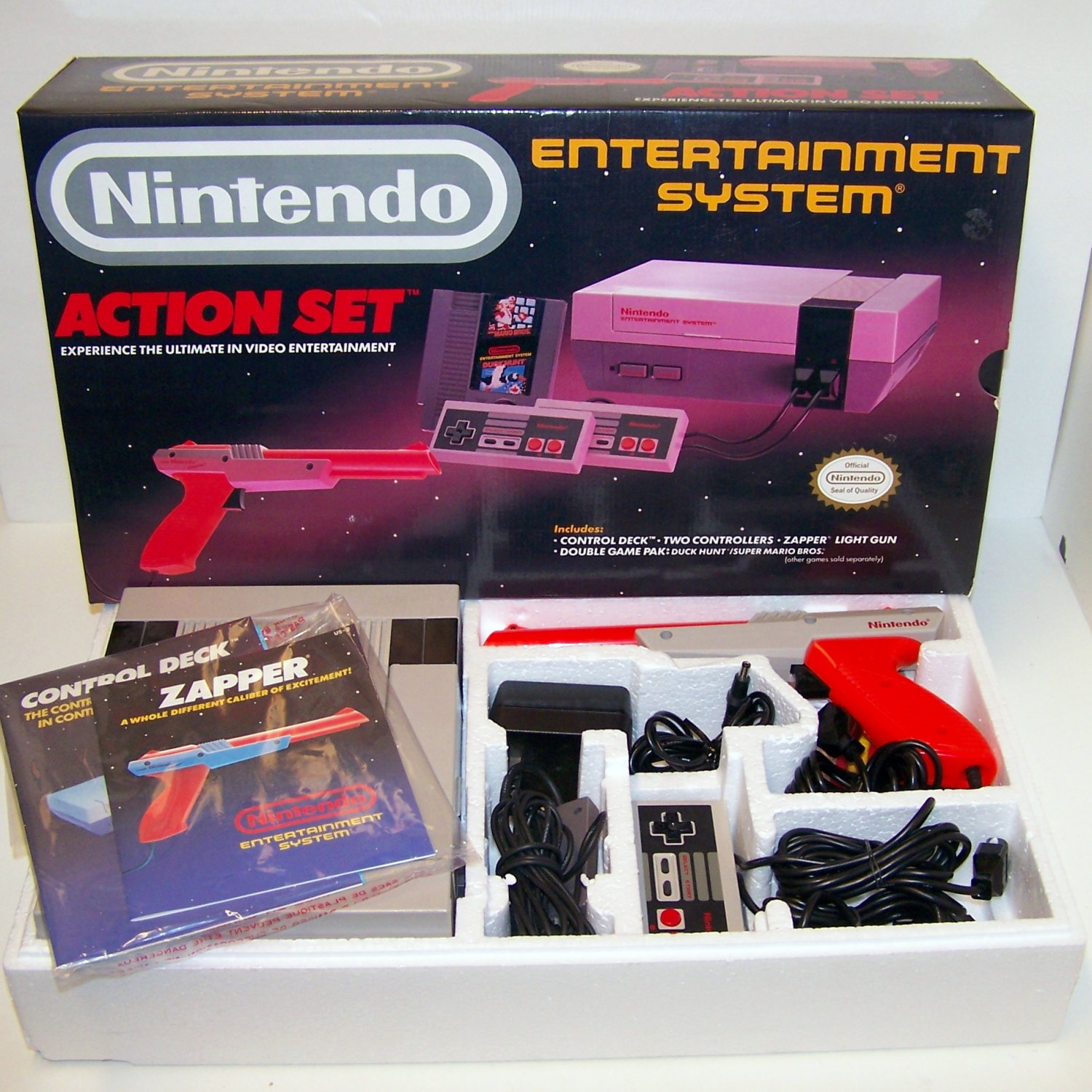 Original Nintendo NES entertainment system Complete Action Set in box Console plus Zapper and more