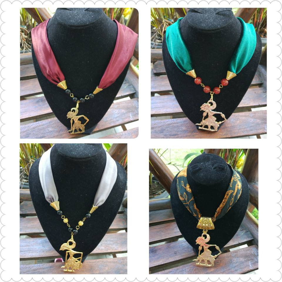 4 Exclusive necklace