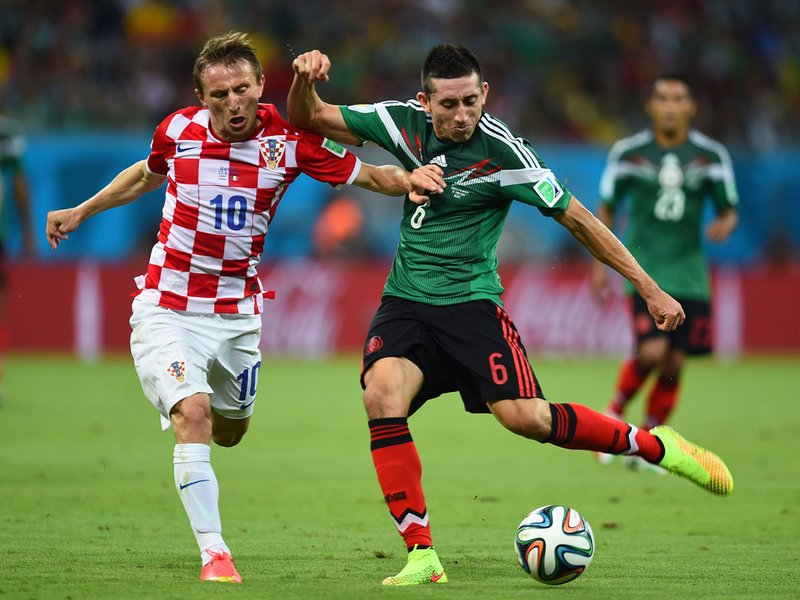 015 -  8 X 6 Photo - Football - FIFA World Cup 2014 - Croatia V Mexico Luka Modric.jpg