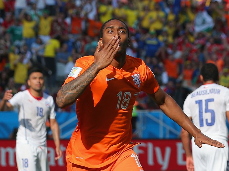 021 -  8 X 6 Photo - Football - FIFA World Cup 2014 - Holland V Chile Leroy Fer Celebrates
