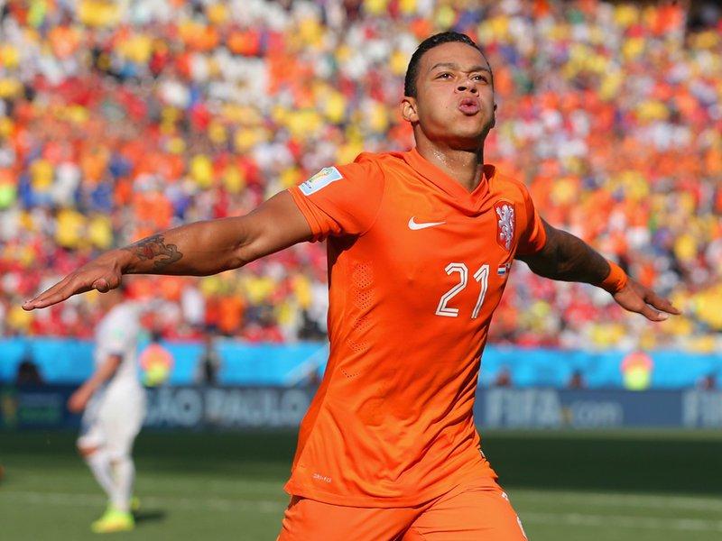 024 -  8 X 6 Photo - Football - FIFA World Cup 2014 - Holland V Chile Memphis Depay Celebrates