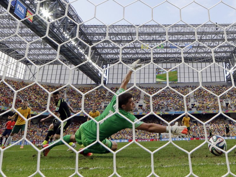 026 -  8 X 6 Photo - Football - FIFA World Cup 2014 - Spain V Australia David Villa Scores