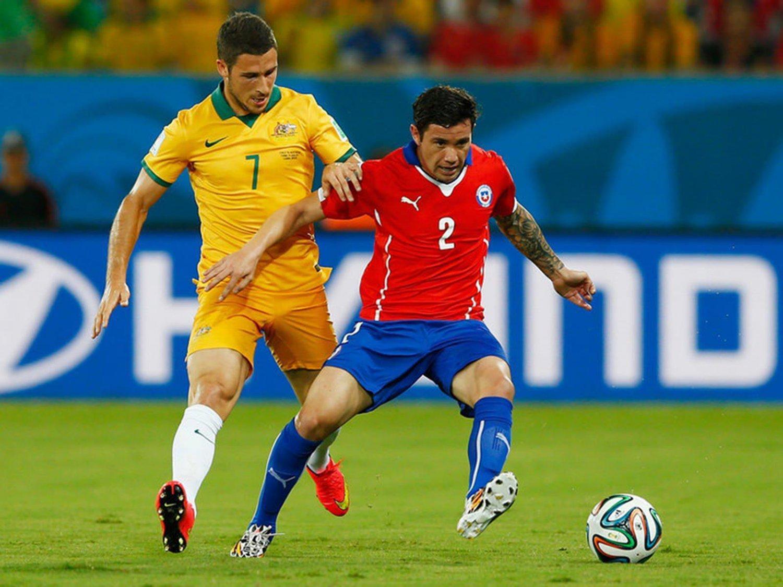 068 - 8 X 6 Photo - Football - FIFA World Cup 2014 - Chile V Australia Leckie & Eugenio Mena