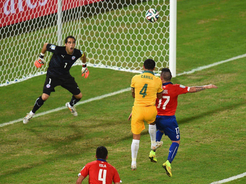 070 - 8 X 6 Photo - Football - FIFA World Cup 2014 - Chile V Australia Tim Cahill Scores