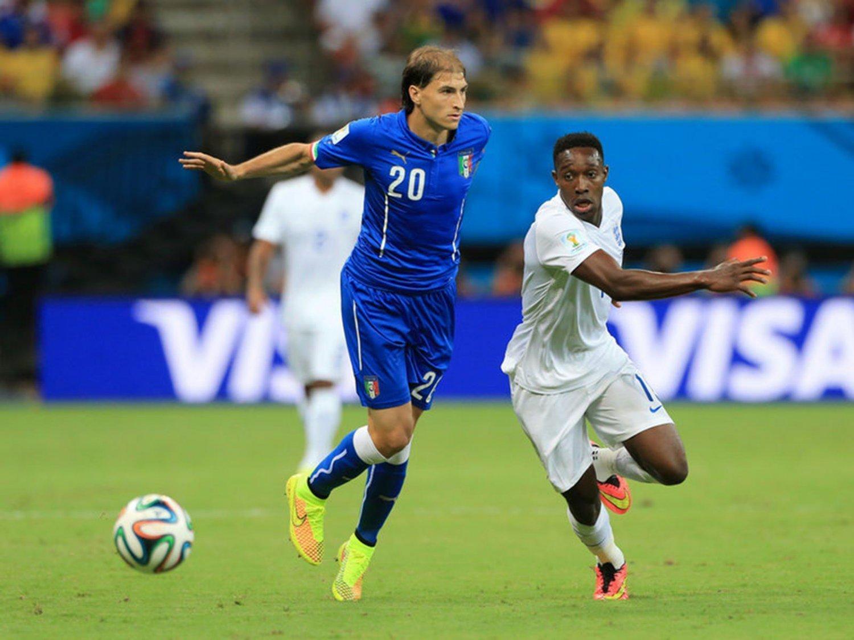 084 - 8 X 6 Photo - Football - FIFA World Cup 2014 - England V Italy Danny Welbeck & Paletta