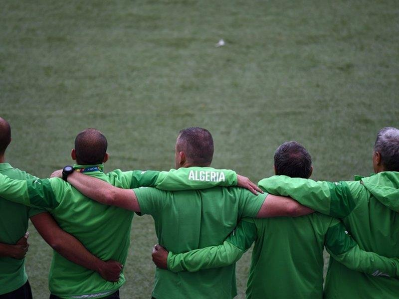 093 - 8 X 6 Photo - Football - FIFA World Cup 2014 - Algeria V South Korea - Algerian Squad