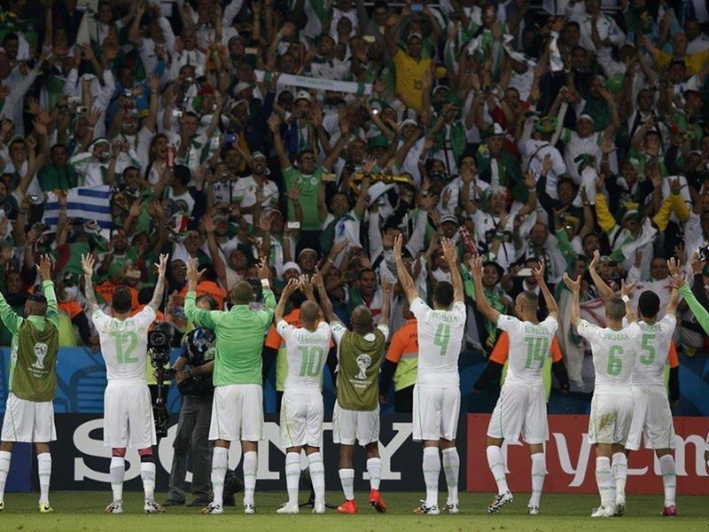 094 - 8 X 6 Photo - Football - FIFA World Cup 2014 - Algeria V S Korea - Algerian Celebrations