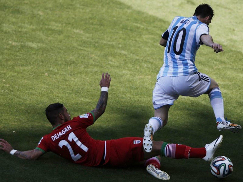 WC 0115 - 8 X 6 Photo - Football - FIFA World Cup 2014 - Argentina V Iran - Messi & Dejagah