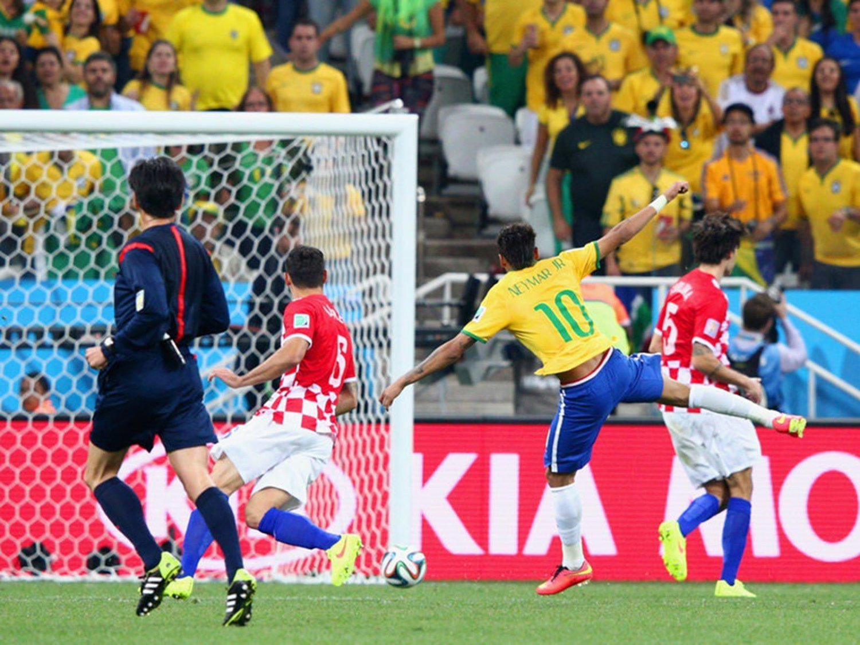 WC 0133 - 8 X 6 Photo - Football - FIFA World Cup 2014 - Brazil V Crotia - Neymar Scores
