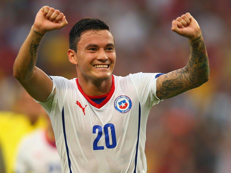 WC 0151 - 8 X 6 Photo - Football - FIFA World Cup 2014 - Spain V Chile - Charles Aranguiz Celebrates