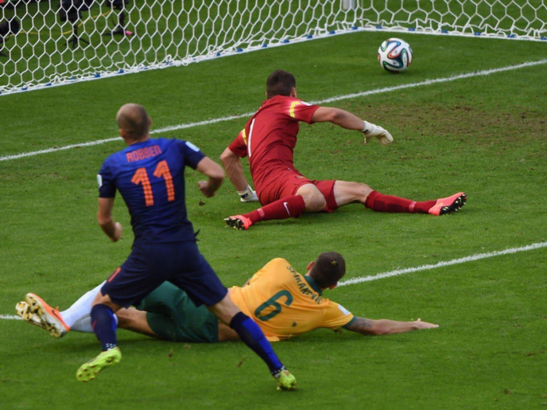 WC 0183 - 8 X 6 Photo - Football - FIFA World Cup 2014 - Holland V Australia - Arjen Robben Goal