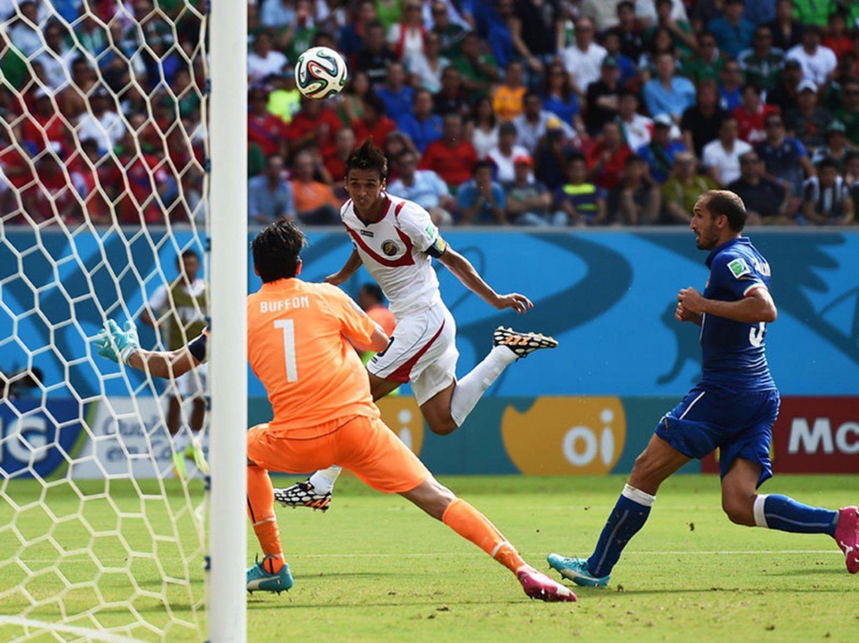 WC 0203 - 8 X 6 Photo - Football - FIFA World Cup 2014 - Italy V Costa Rica - Bryan Ruiz Scores