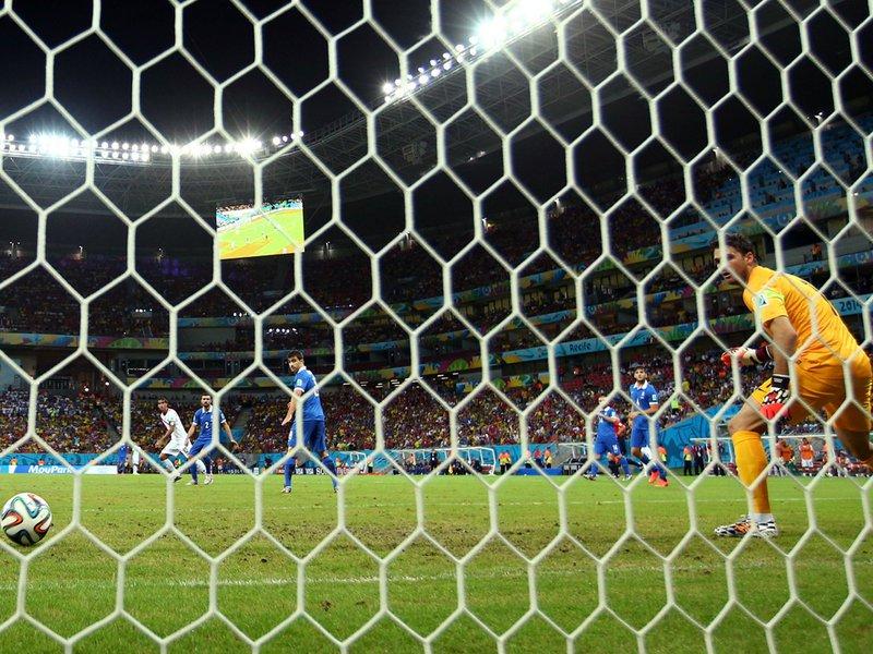 444 - 8 X 6 Photo - Football - FIFA World Cup - Costa Rica V Greece - Bryan Ruiz Scores