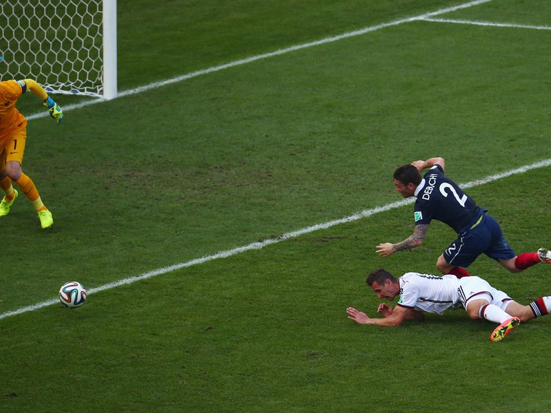 545 - 8 X 6 Photo - Football - FIFA World Cup - Germany V France - Miroslav Klose Debuchy Mathieu