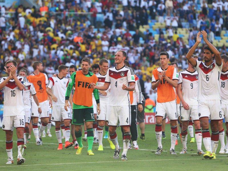548 - 8 X 6 Photo - Football - FIFA World Cup - Germany V France