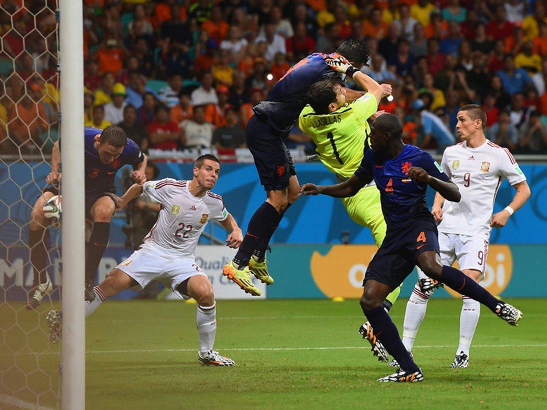 309 - 8 X 6 Photo - Football - FIFA World Cup 2014 - Spain V Holland - Stefan  De  Vrij  Goal