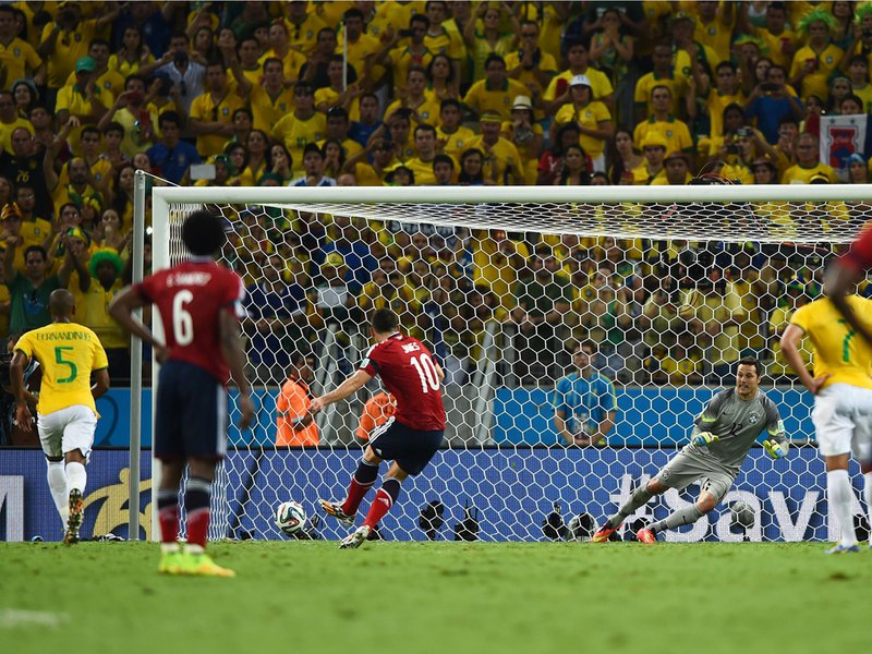 565 - 8 X 6 Photo - Football - FIFA World Cup 2014 - Brazil V Colombia -  James Rodriguez Penalty