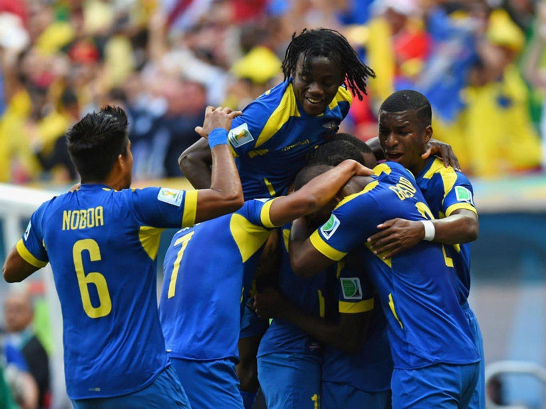 316 - 8 X 6 Photo - Football - FIFA World Cup 2014 - Switzerland V Ecuador - Enner Valencia