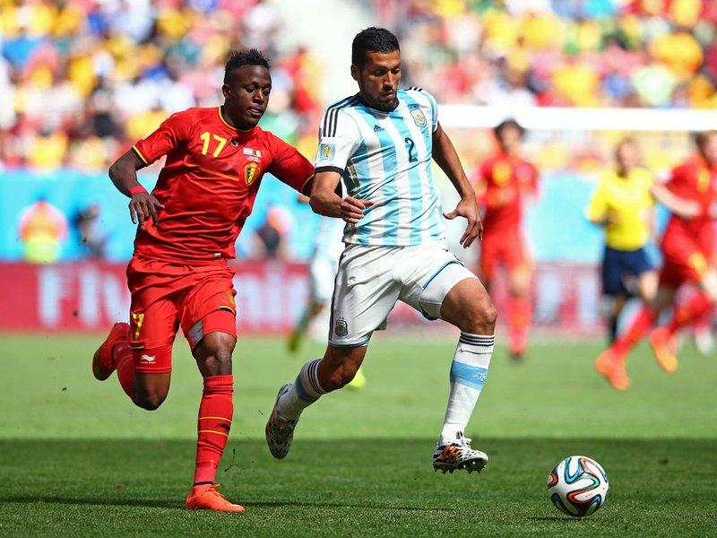 585 - 8 X 6 Photo - Football - FIFA World Cup 2014 - Argentina V Belgium - Diock Origi Ezequiel Gara