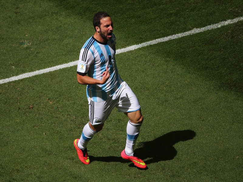 586 - 8 X 6 Photo - Football - FIFA World Cup 2014 - Argentina V Belgium - Gonzalo Higuain