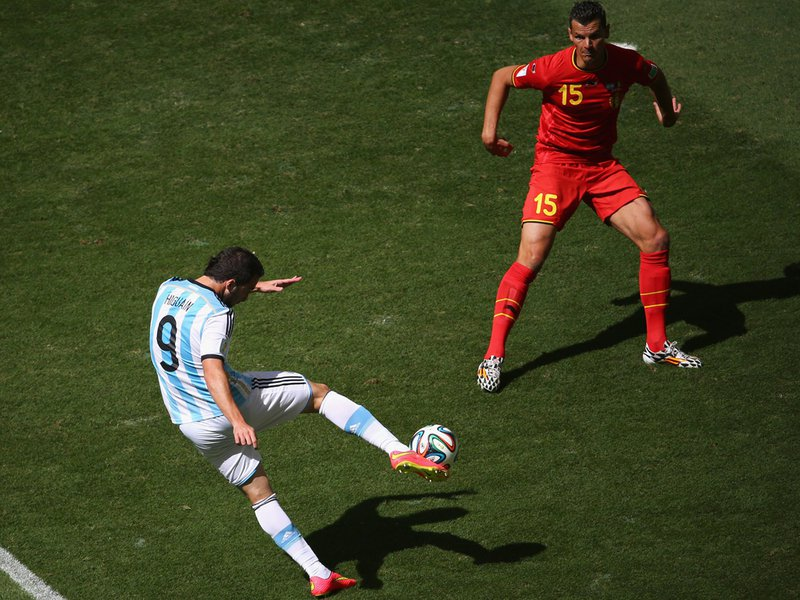 587 - 8 X 6 Photo - Football - FIFA World Cup 2014 - Argentina V Belgium - Gonzalo Higuain Goal