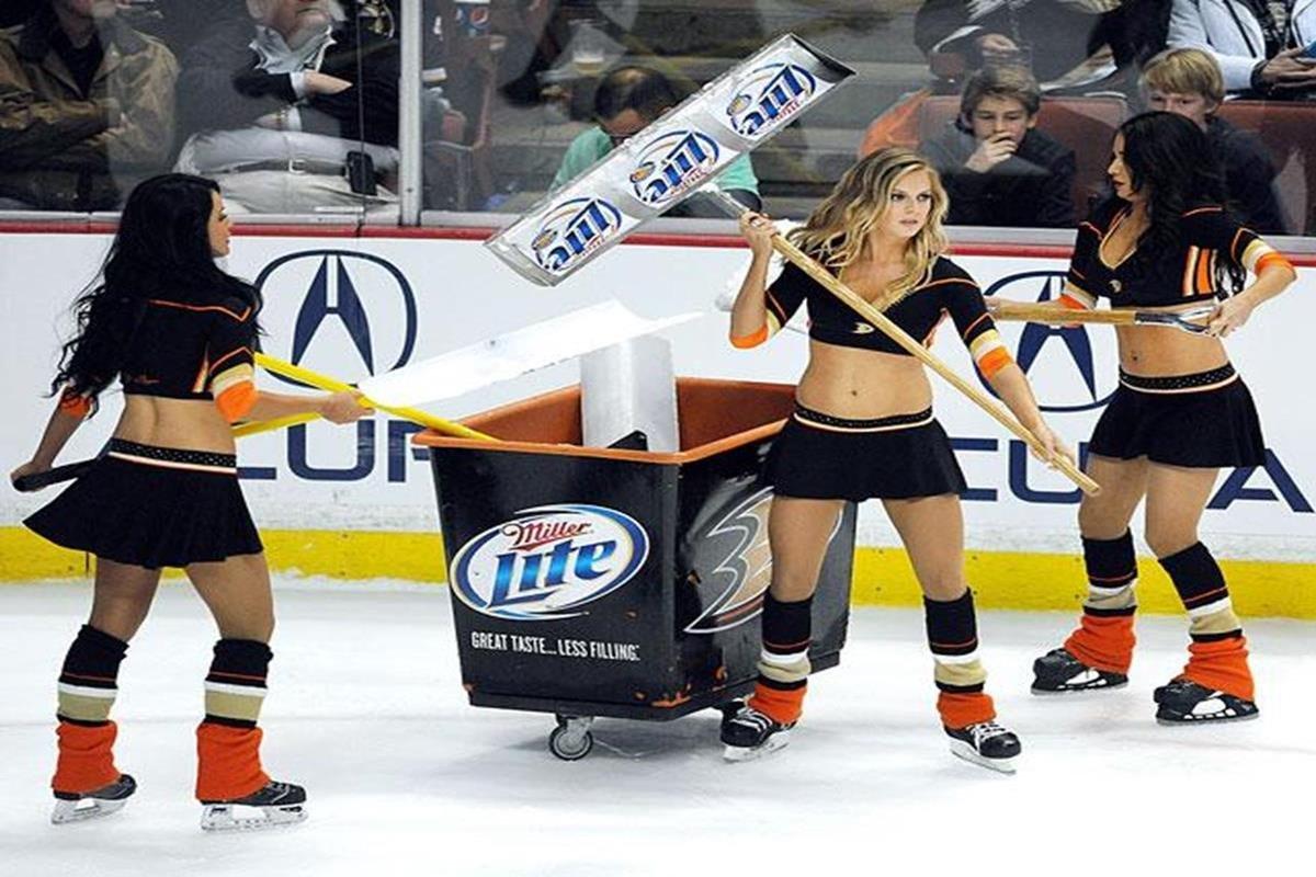 006 - 12 X 8 Photo - NHL - Girls - Anaheim Ducks Power Players Ice Girls  Blues At Ducks
