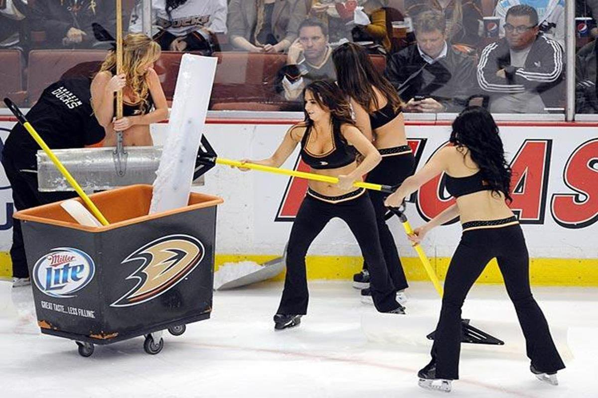012 - 12 X 8 Photo - NHL - Girls - Anaheim Ducks Power Players Ice Girls  Devils At Ducks