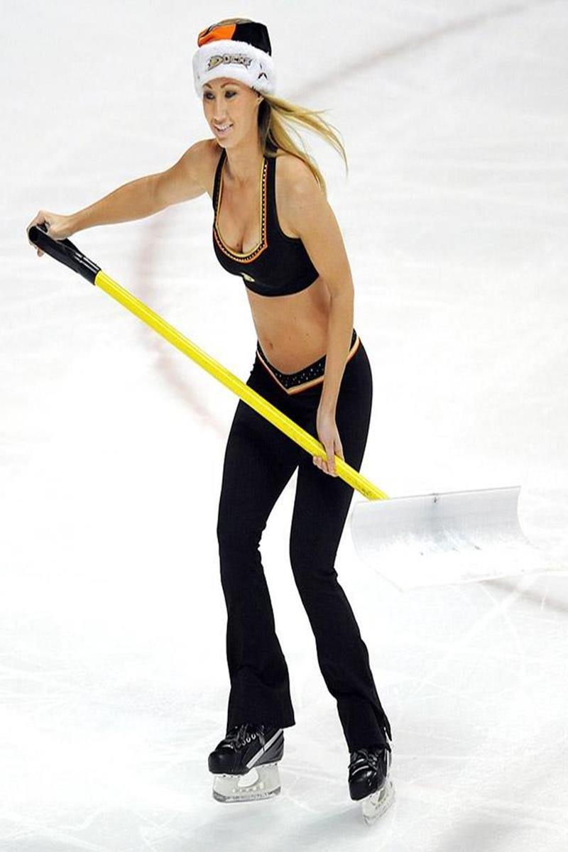046 - 12 X 8 Photo - NHL - Girls - Anaheim Ducks Power Players Ice Girls  Wild At Ducks