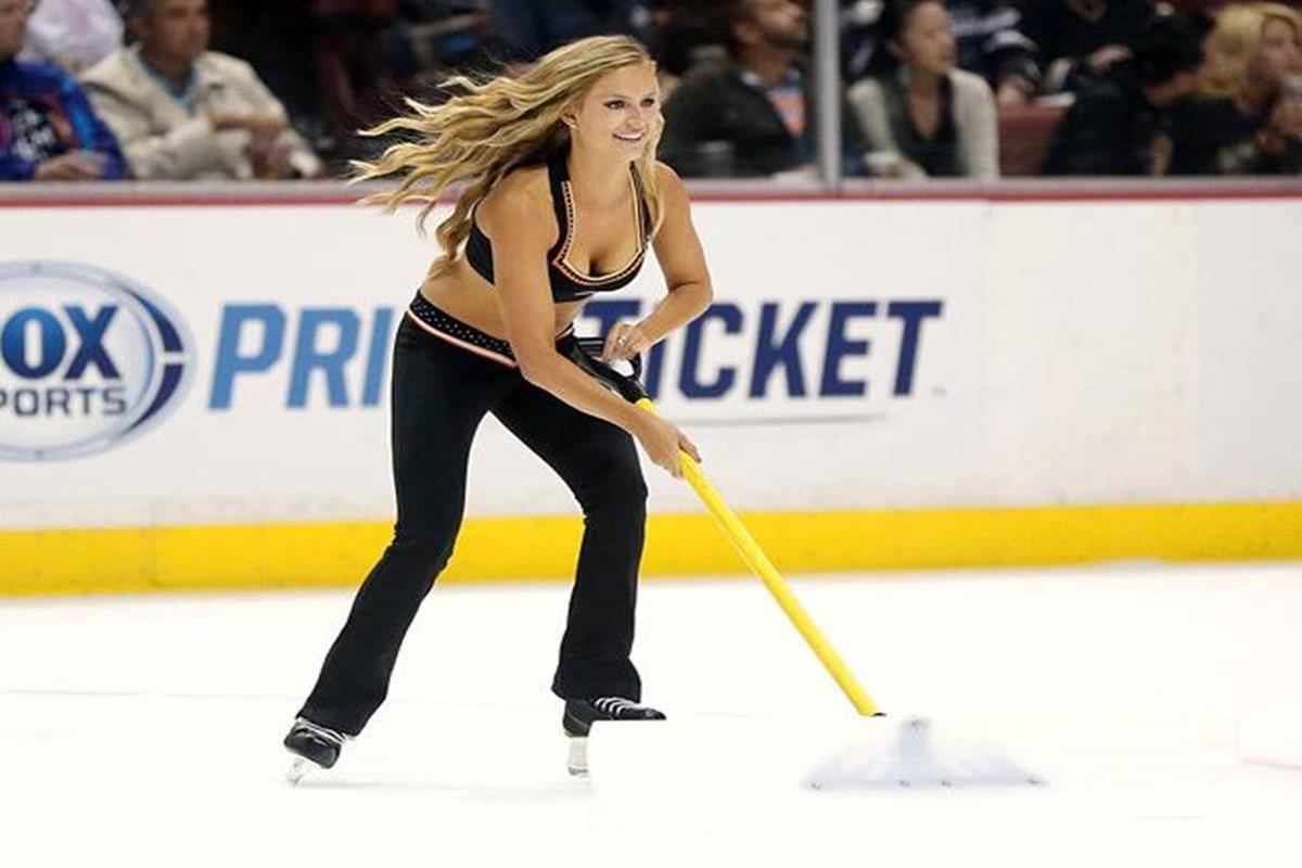 051 - 12 X 8 Photo - NHL - Girls - Anaheim Ducks Power Players Ice Girls