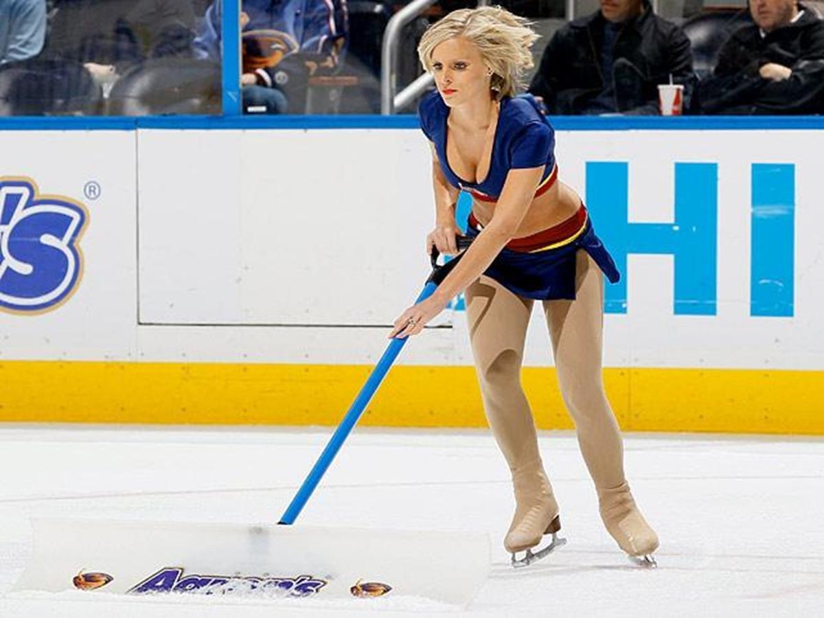 433   12 X 8 Photo   NHL   Girls   Thrashers Blue Crew Ice Girls