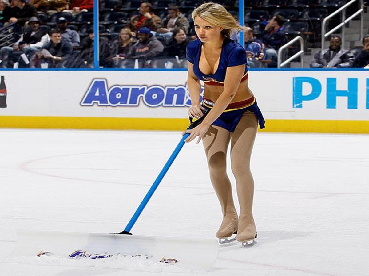 435   12 X 8 Photo   NHL   Girls   Thrashers Blue Crew Ice Girl