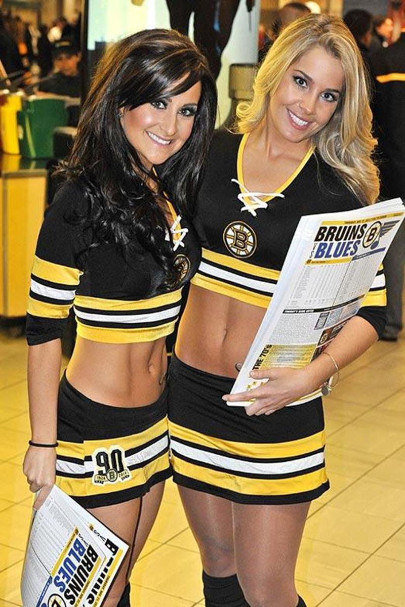 069 - 12 X 8 Photo - NHL - Girls - Boston Bruins Ice Girls  Blues At Bruins