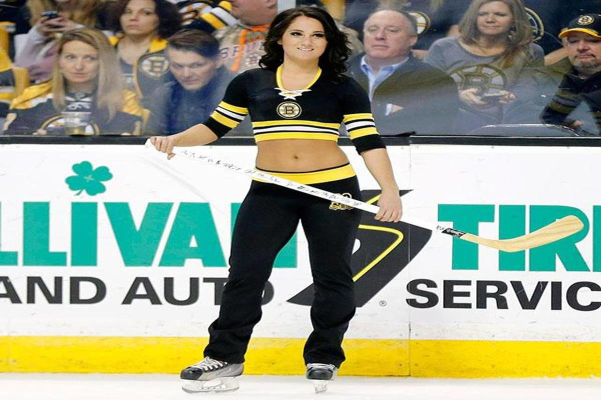 072 - 12 X 8 Photo - NHL - Girls - Boston Bruins Ice Girls  Canadiens At Bruins