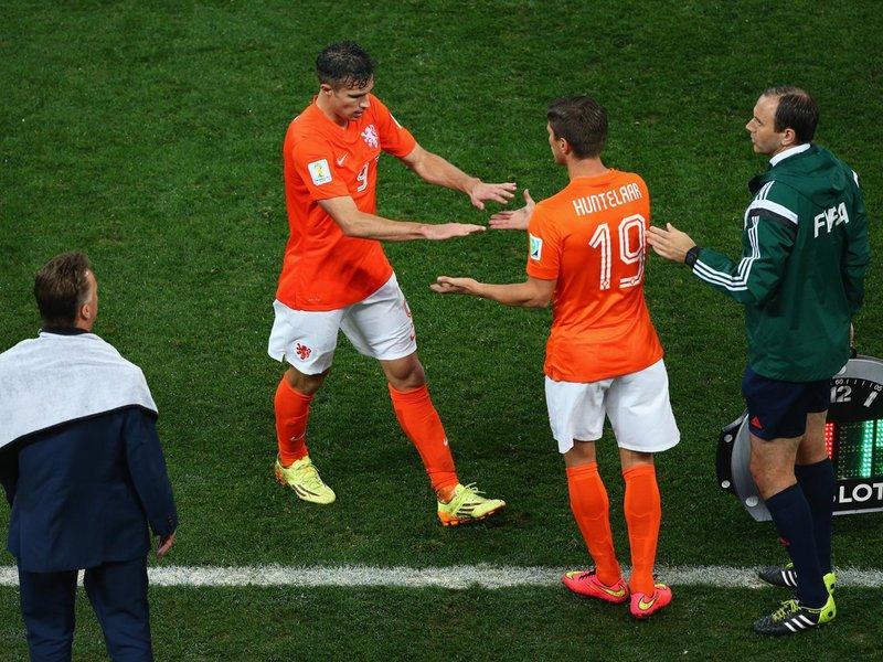 608 - 8 X 6 Photo - Footbal - FIFA World Cup - Argentina V Holland Klaas Jan Huntelaar