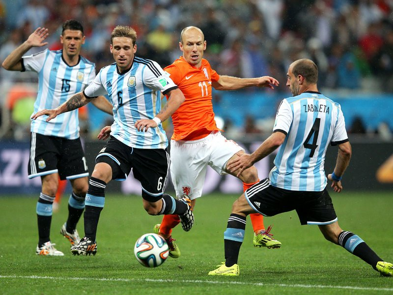 616 - 8 X 6 Photo - Footbal - FIFA World Cup - Argentina V Holland Arjen Robben