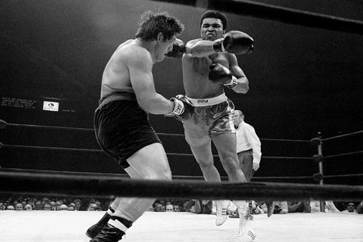 022 - 12 X 8 Photo - Boxing - Classic Muhammad Ali -   Muhammad Ali Oscar Bonavena