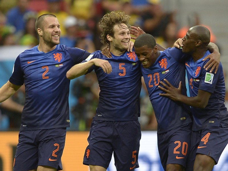 626 - 8 X 6 Photo - 2014 World Cup - 3rd Place Playoff - Brazil V Holland - Daley Blind